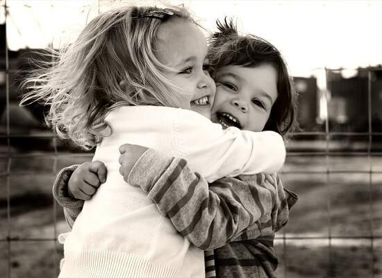 abrazo-y-sus-beneficios-psicologicos-mente
