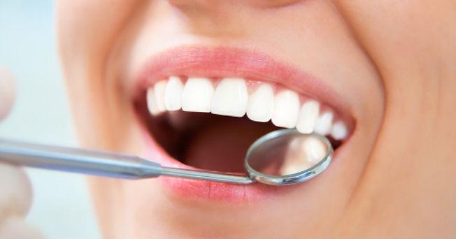 Salud-y-cuidado-oral-con-enjuagues-bucales